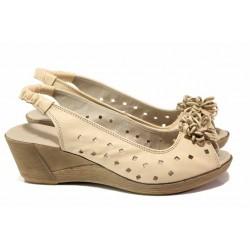 Дамски сандали от естествена кожа, флорален елемент, платформа / Ани 114-14311 бежов / MES.BG