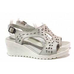 Практични дамски сандали с интересна перфорация, платформа с удобна височина, катарама / Ани IVA 03 бял / MES.BG
