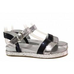 Комфортни дамски сандали в сребрист цвят, равни, анатомично ходило, катарама / Ани 2686 син-сребро / MES.BG