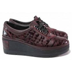Комфортни дамски обувки със закачлив дизайн, естествена кожа с ''кроко'' мотив, платформа / ТЯ 808 бордо / MES.BG