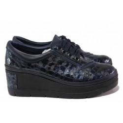 Атрактивни дамски обувки, анатомични, естествена кожа с интересна декорация, платформа, олекотени / ТЯ 808-995 син / MES.BG