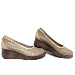 Обувки с перфорация от естествена кожа, български, анатомични, дамски / НЛМ 286-19422 бежов / MES.BG