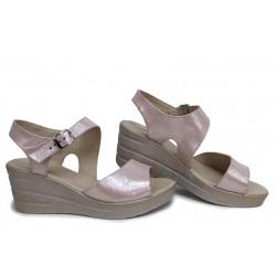 Атрактивни дамски сандали на платформа, естествена сатенирана кожа, анатомични, български / НЛМ 347-96145 пудра-сатен / MES.BG