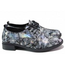 Атрактивни дамски обувки, естествена кожа, апликация тип вестник / СИ 2108 черен-бял / MES.BG