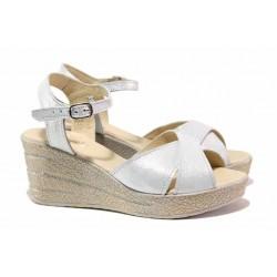Български сандали, естествена кожа със сатениран ефект, платформа / НЛ 240-96145 бял сатен / MES.BG