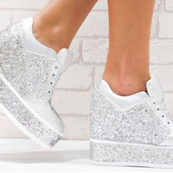 Сребристи обувки на платформа