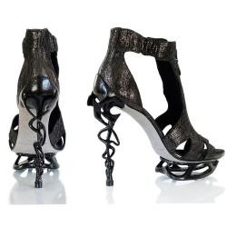 Екстравагантни обувки на ток