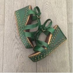 Зелени сандали на платформа