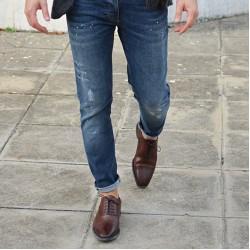 Какъв вид обувки могат да носят мъжете с дънки?