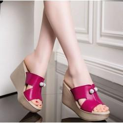 Всичко, което е модерно в областта на дамските обувки в този горещ летен ден