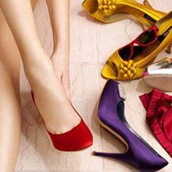 Как да комбинираме нашите цветни обувки?