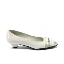 Дамски обувки на нисък ток ЖТ 808 бели