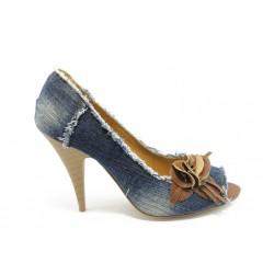 Дамски дънкови обувки на ток КП 0845