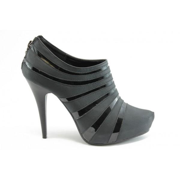 Дамски обувки тип боти на висок ток КП 0927