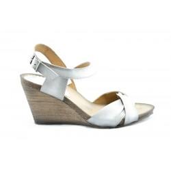 Дамски сандали на платформа ИО 1357Бял