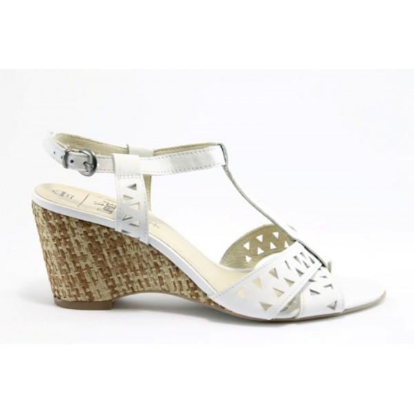 Немски сандали на платформа Caprice 28317БЯЛ