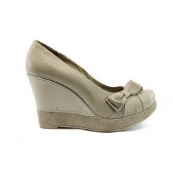 Дамски обувки на висока платформа ХИ 609
