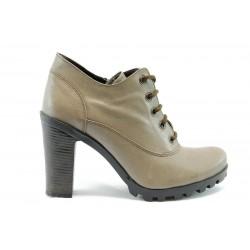 Бежови обувки