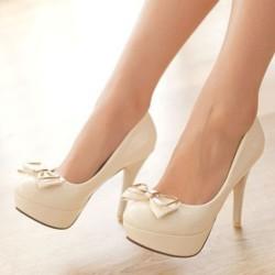 Обувки в бял цвят – изненадата от гардероба
