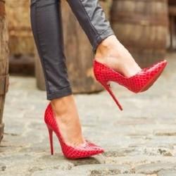 Лачени обувки на ток