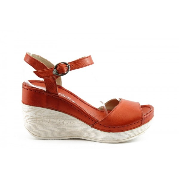 Дамски сандали на платформа МИ 05ЧВ