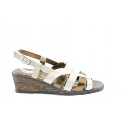 Дамски сандали на платформа ГР 6859Бял