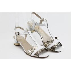 Дамски сандали на нисък ток ИО 1466 бяла