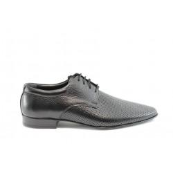 Мъжки обувки с перфорация ФН044Черен